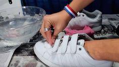 Limpia siempre tus zapatillas blancas con esta solución natural no toxica que es una arranca sucio con facilidad.