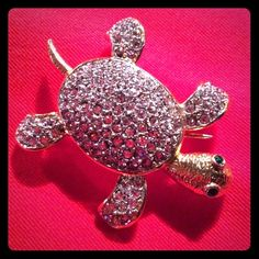 JOAN RIVERS CLASSY & ADORABLE CZ TURTLE PIN ADORABLE CZ TURTLE PIN FROM JOAN RIVERS. HE HAS GREEN EYES GOLD BODY AND SPARKLY SHELL. VINTAGE. JOAN RIVERS Jewelry Brooches