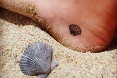 Si eres amante del mar y de todo lo que hay en este paisaje, entonces puedes conseguir una concha de mar miniatura en el pie, definitivamente es hermosa.