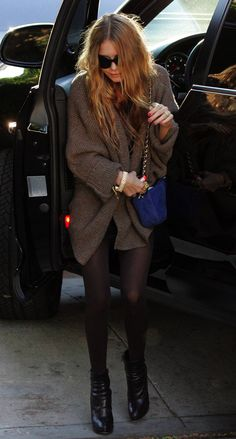 OLSENS ANONYMOUS MK MARY KATE OLSEN STYLE FASHION BLOG HONEYCOMB TEXTURED SWEATER CARDIGAN SWEATER RINGS SUNGLASSES RED LONG HAIR TIGHTS ANKLE BOOTS CHAIN BRACELET BLUE SUEDE CHANEL CHAIN BAG