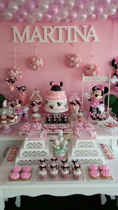 This Minnie Mouse birthday party is gorgeous! I love all of these ideas for a Disney party. Baby Birthday, First Birthday Parties, First Birthdays, Minnie Birthday Ideas, Minnie Mouse Theme, Minnie Mouse Baby Shower, Minnie Mouse Candy Bar, Bday Girl, Mickey Party