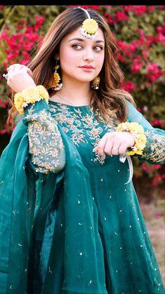 Pakistani Fashion Party Wear, Pakistani Wedding Outfits, Pakistani Bridal Dresses, Indian Fashion Dresses, Bridal Outfits, Fancy Wedding Dresses, Designer Party Wear Dresses, Fancy Dress Design, Stylish Dress Designs