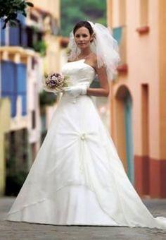 Robe de mariage taille 40 avec jupon, gants longs et voile  Robes de ...