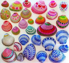 Painting shells with ultra thin sharpies. Seashell Art, Seashell Crafts, Beach Crafts, Diy Crafts, Dollar Tree Crafts, Painted Shells, Summer Crafts, Sharpie Paint, Sharpies