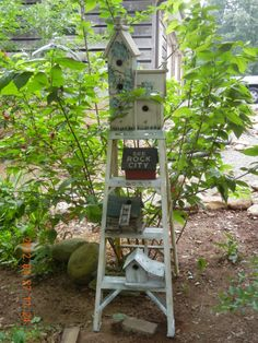 step-ladder with bird houses | Garden Ideas