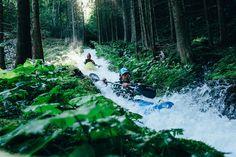 Este no es el típico spot de kayakismo y por eso esta foto es tan excepcional.