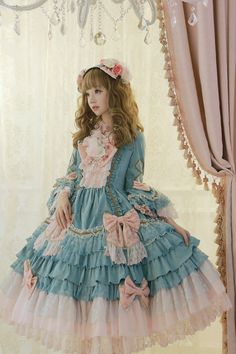 Gorgeous Chinese Lolita --> [Xiao Ya] dressed in Angelic Pretty Antoinette Princess OP #ChineseLolita #LolitaFashioninChina #AngelicPretty #AntoinettePrincess
