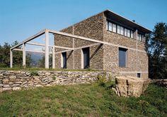 Pietra e Cemento: ieri e oggi, insieme.    Casa di Pietra di Herzog e De Meuron (Tavole, Liguria - 1988)