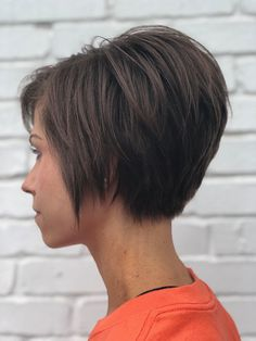 Shorter side of asymmetrical razored bob // - Best Hairstyles & Haircuts for Men and Women in 2019 Bobs For Thin Hair, Short Hair With Layers, Short Hair Cuts, Short Hair Styles, Inverted Bob Haircuts, Bob Haircuts For Women, Short Bob Haircuts, Modern Bob Hairstyles, Angled Bob Hairstyles