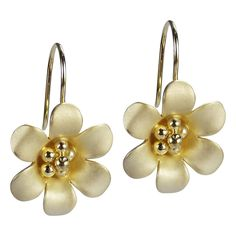Dainty+and+feminine,+these+earrings+are+perfect+for+any+style.+Kai+crafted+gold+over+silver+metal+to+form+this+fun+flower+motif.