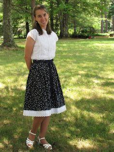 Navy skirt with white and yellow dots Modest Skirts, Modest Outfits, Modest Fashion, Navy Skirt, Dress Skirt, Skater Skirt, Beautiful Smile, Beautiful Women, Church Office