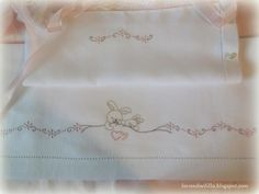 dodo bebe Baby Sheets, Baby Embroidery, Cot Bedding, Cottage Chic, Blanket, Pillows, Sewing, Crochet, Pattern
