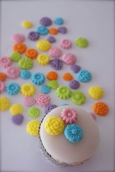 Cupcake gear  edible cuteness for your cupcakes by liisflorides