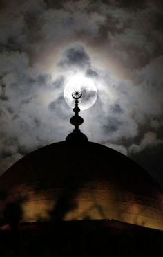 Moon Shines behind the Minaret of Mohamed Ali Mosque in Cairo // by Asmaa Waguih (Reuters)