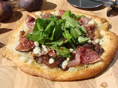 fig pizza with fig dressing