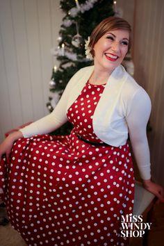 Wine Red for Christmas (c) misswindyshop.com   #vintagestyle #fiftiesstyle #polkadotdress #reddress #circledress #shrug #petticoat #christmas #christmastree #nostalgia #dressrevolution