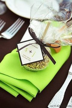 Attach a color coordinated tag to your candy apple wedding favor.  See more candy wedding favor ideas at www.one-stop-party-ideas.com