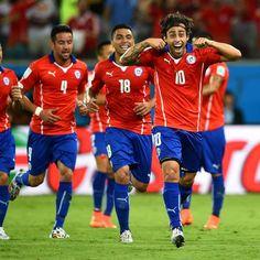 """Gesto de """"chororô"""" foi pedido de palmeirense, diz Valdivia (3 Chile x 1 Austrália)"""