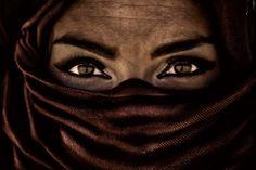 Moroccan woman near Sahara desert. Photo by www.dmitrimarkine.com
