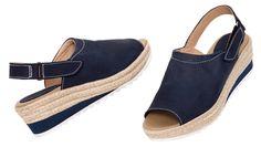 Clásico y cool – GRETA.Nobuk peep toe sandalia. Slingback con cierre ajustable de velcro. Cuña trenzada de yute y nobuk. Altura total de la cuña 5 cm. Suela de caucho blanco.Alpargatas hechas en España.