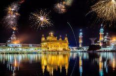 Golden Temple Amritsar, o templo dourado de Amritsar, na Índia, durante o festival Diwali