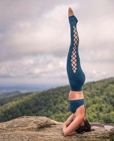 Headstand #inspiration @hollybentley_yoga & @aloyoga @bentleycreativeagency.. Thanks- IG/yogainspiration