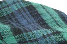 La douce chaleur d'une écharpe tartan vert imprimé écossais.
