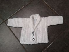Free Little Darling Newborn Cardigan pattern by Laura Tegg..Love the buttons!