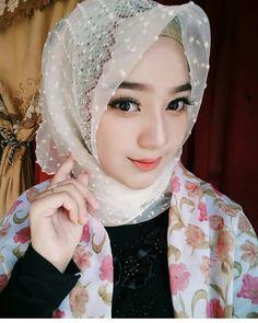 Beautiful  masyaAllah  Mau foto nya di post di @hijabibestshot ?? Dm aja ya kak..   #hijabibestshot  #tutorial #korean #syari…