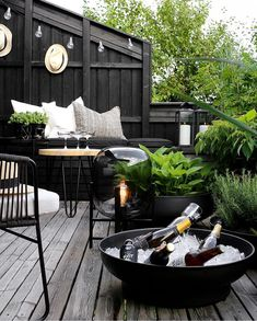 TV GARDEN DESIGN AT - Therese Knutsen, F R I D A YLet the lounging begin Enjoy you weekend everyoneAnd thank you to the wonderful Marianne inspirasjonsguidennorge for sharing this picture e. Outdoor Areas, Outdoor Rooms, Outdoor Living, Outdoor Decor, Outdoor Lounge, Backyard Patio, Backyard Landscaping, Casas Containers, Patio Interior