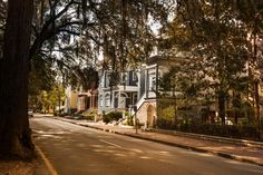 The travel experts at Great American Country share a guide of Savannah's top neighborhoods.