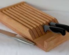 Knife Block, Block with 8 slots. Give your fine cutlery the day-to-day protection and organization it deserves. Counter top, tucked inside a cabinet or drawe. Fine Woodworking, Woodworking Projects, Diy Knife, Kitchen Cutlery, Kitchen Knives, Knife Storage, Diy Cutting Board, Knife Holder, Knife Sets