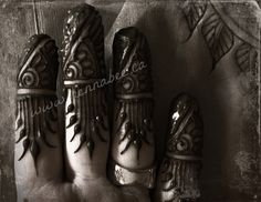 Lovely Hennaed fingers   by Henna Bee, via Flickr