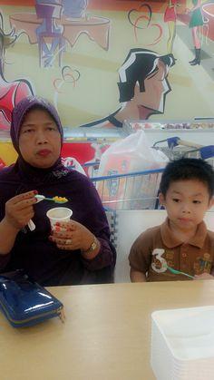 Nongki with grandma