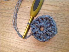 Image Rowan, Japanese Flowers, Crochet Flowers, Scarves, Crochet Patterns, Craft Ideas, Free, Image, Cape Clothing