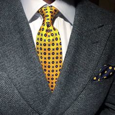 Great mix of patterned yellow and navy accessories.