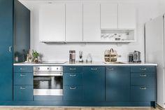 Kök i petroleumblått och vitt | Ballingslöv