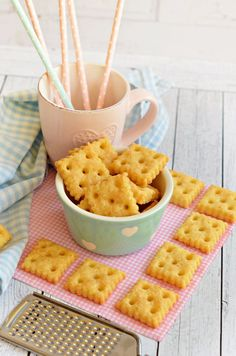 Rupánerkonyha: A legfinomabb sajtos kréker Salty Snacks, Yummy Snacks, Yummy Food, Biscuit Recipe, Crunches, Winter Food, Macaroni And Cheese, Bakery, Food And Drink
