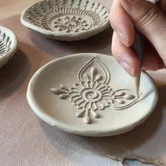 Terrific Pictures Slab pottery techniques Tips – Basteln – Slab Pottery, Ceramic Pottery, Pottery Art, Thrown Pottery, Pottery Wheel, Pottery Painting Designs, Pottery Designs, Pottery Ideas, Ceramic Techniques
