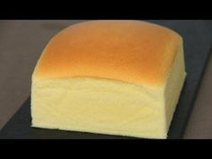 Japanese Cotton Sponge Cake 日式海绵蛋糕 - edits: can make full recipe for round - oil to 70 degrees - use parchment around edge to prevent shrinkage and damp towel around cakr pan - bake at 315 for 40 or so minutes until brown - cool in oven Best Vanilla Sponge Cake Recipe, Japanese Sponge Cake Recipe, Easy Sponge Cake Recipe, Sponge Cake Recipes, Bakery Recipes, Cooking Recipes, Chiffon Cake, Castella Cake Recipe, Japanese Cheesecake Recipes