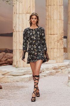 See Every Runway Look From Chanel Cruise Show 2018 - HarpersBAZAAR.com