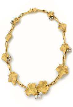 An Art Nouveau gold and pearl 'ivy leaves' necklace, by Aimé Arnould, circa 1900. #ArtNouveau #Arnould