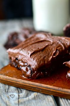 Chewy Gooey Brownies with Creamy Chocolate FrostingYou can find Brownies with frosting and more on our website.Chewy Gooey Brownies with Creamy Chocolate Frosting Brownie Frosting, Chocolate Frosting Recipes, Brownie Cake, Brownie Recipes, Chocolate Desserts, Marshmallow Buttercream, Gooey Brownies, Dark Chocolate Brownies, Chocolate Chocolate