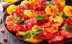 Appelsin og granateplesalat med honning og mynte