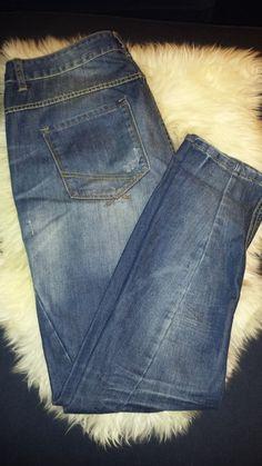 Es handelt sich hier um eine ungetragene #blaue #denim #jeans im Boyfriendlook mit Waschung von Fishbone (sister). Sie ist...