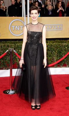 2013 Screen Actors Guild Awards Red Carpet #AnneHathaway
