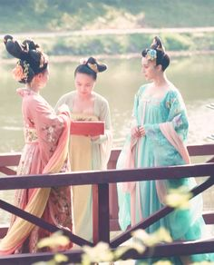 Hanfu:traditional Chinese costume. Fan Bingbing(right) in 'Empress of China'.