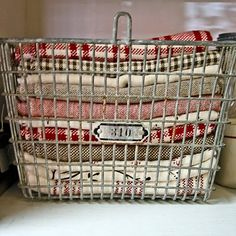 wire baskets - store pretty cloth napkins, table cloths, dish towels would love to have a set of old gym lockers. would work great for fabric storage. Cubbies, Ux Design, Locker Organization, Vibeke Design, Metal Baskets, Vintage Wire Baskets, Wire Basket Decor, Shabby Chic, Towel Storage