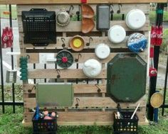 An outdoor sound wall is very amusing and entertaining. These collection of outdoor music wall ideas will embellish your child-friendly backyard !