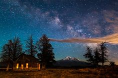 The shack at Mount Shasta, California by Nagesh Mahadev Mount Shasta California, Stars At Night, What A Wonderful World, Heaven On Earth, Northern California, Travel Usa, Science Nature, Wonders Of The World, Cosmos